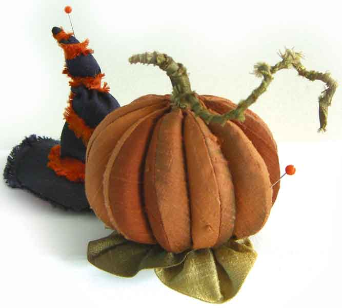 Pumpkin pincushion pattern from Pincushions on Parade, by Mary Jo Hiney